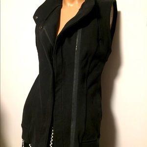RARE Lulu🍋 VERSA vest fits 6-8 black